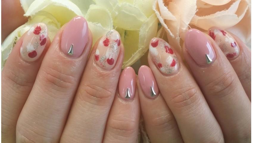 ピンク&ベージュのネイル
