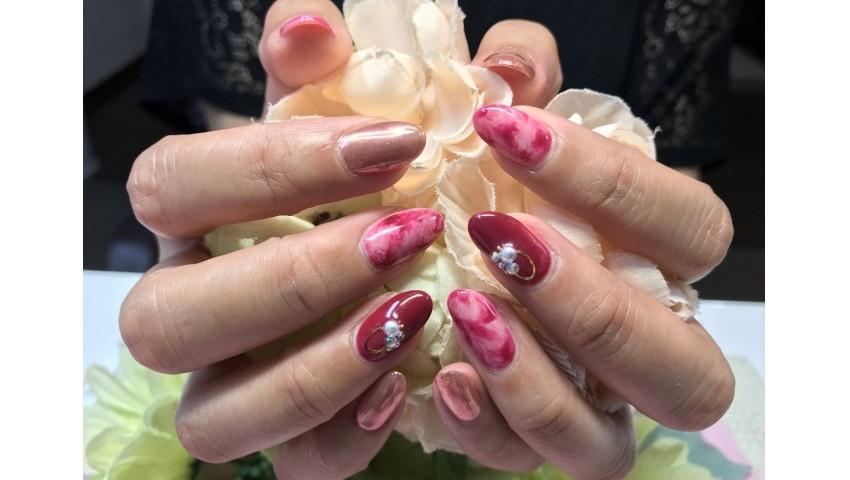 秋色マーブルとピンクのミラーネイル